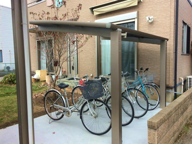 前橋市箱田町 サイクルポートの取り付け工事を行いました