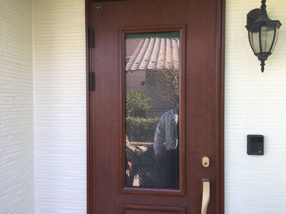 玉村町で玄関ドアのダイノックシート貼りのお見積り – ミヤケンリフォーム