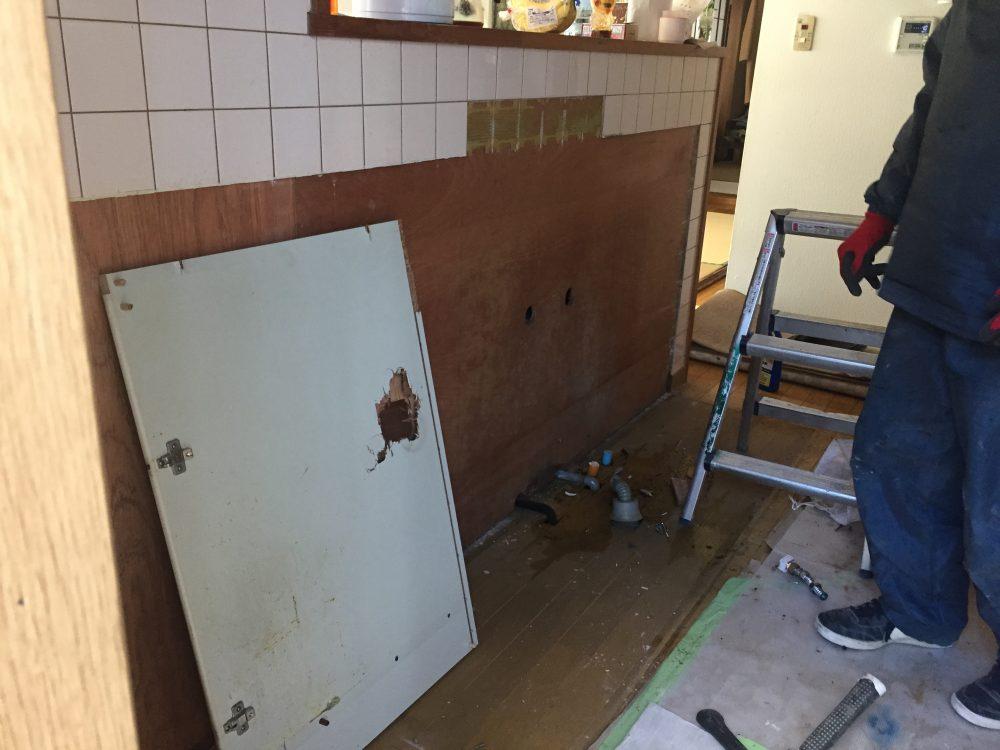 前橋市でタイルキッチン→システムキッチンへ工事始まりました – ミヤケンリフォーム
