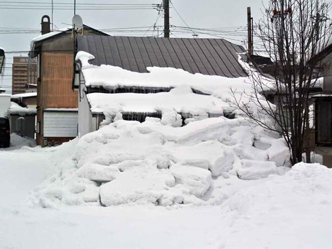 雪止めを取り付けてお家を守りましょう! – ミヤケンリフォーム