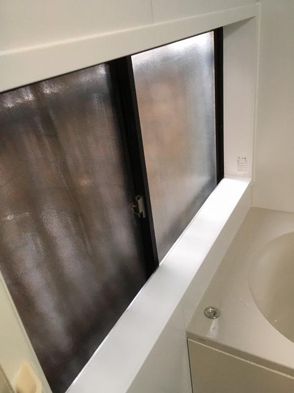 浴室工事において、低い窓はどうすればよいのか・・。 – ミヤケンリフォーム