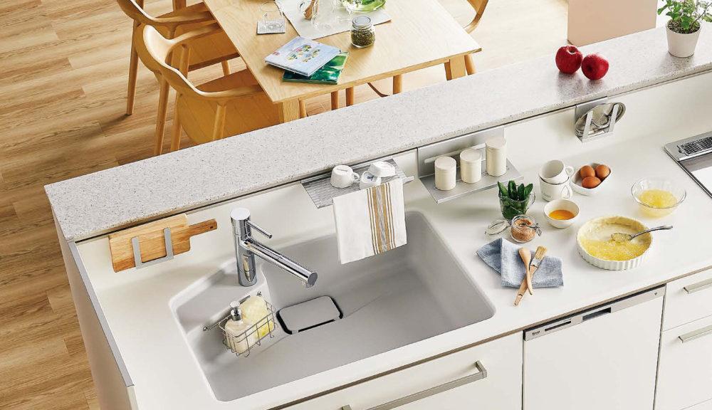 丈夫で長持ち人造大理石カウンターが特徴のトクラスキッチンをご紹介します。