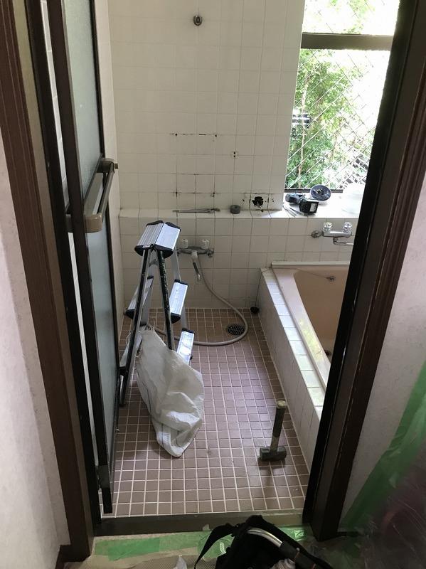 伊勢崎市にて浴槽の位置を変更して快適なお風呂に✨タイルからユニットバスへの交換工事を行いました – ミヤケンリフォーム