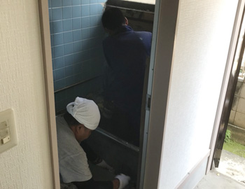 浴室解体中