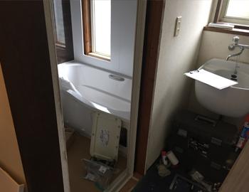 浴室組立中