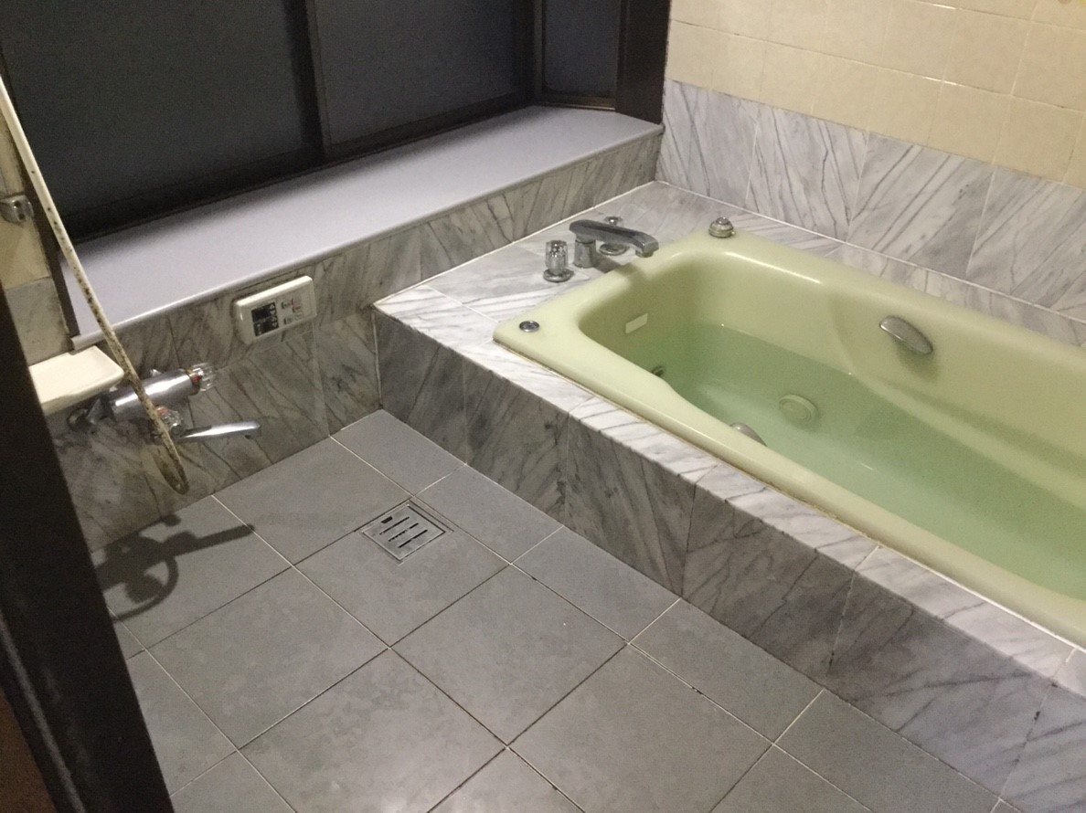 築20年のお家の浴室の現場調査に伺いました