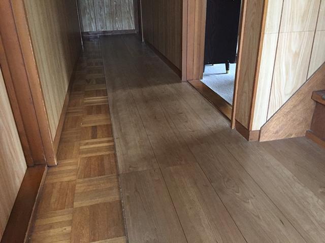 床のきしみや沈みが気になる方へ フローリングの上張り工事をご紹介します