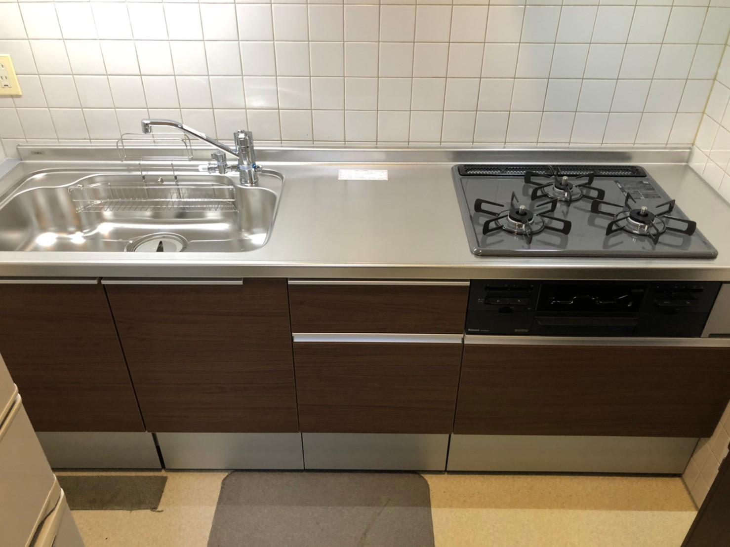 前橋市のアパートにてキッチンの改修工事が完了しました。