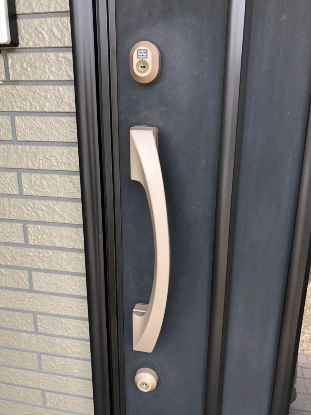 前橋市にて玄関ドアの開閉がしにくいとのことで現場調査にいってきました。